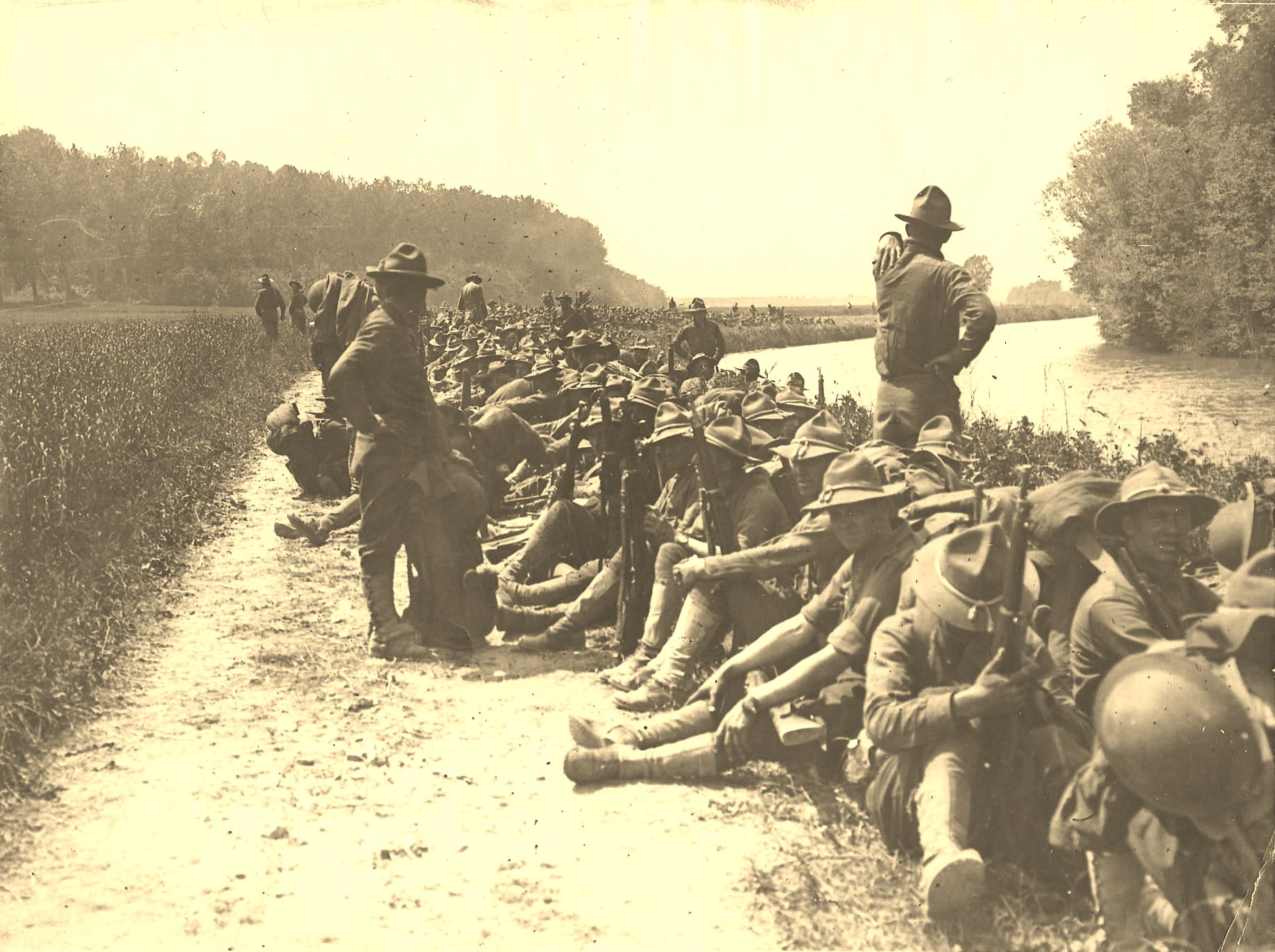 French Front US soldiers near the lines